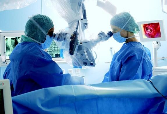 뇌혈관 및 척추 전문 수술 현미경(OPMI Vario NS)